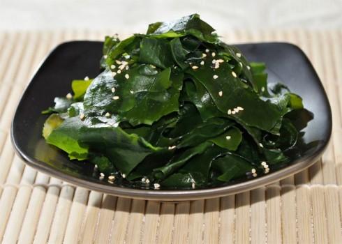 Antipasto - Wakame suonomono. Alghe giapponesi in aceto di riso