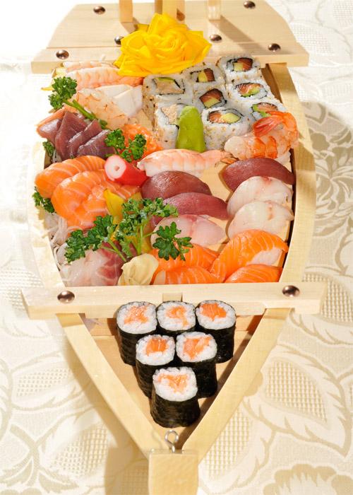 Menu Funamori - Barca con 21 o 42 pezzi di sushi e sashimi