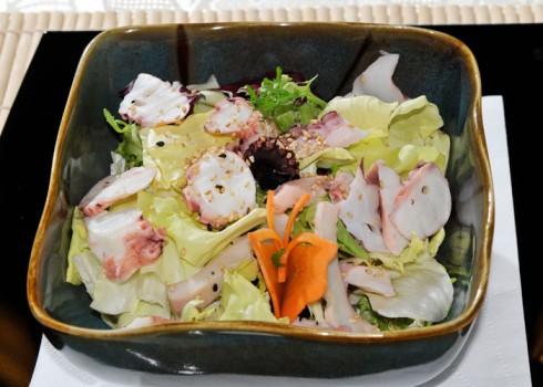 TAKO SU - Polipo* cotto su letto di insalata mista