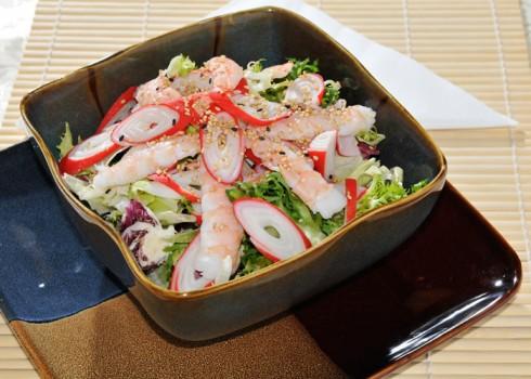 Kani Salad - Granchio e code di gambero su letto di insalata mista