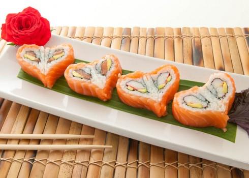 LOVE MAKI - Riso, surimi, avocado e salmone
