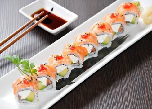 sake rainbow riso philadelphia salmone avocado e tobiko