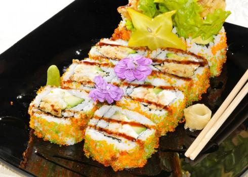 SOFTSHELL MAKI - Riso, tempura di granchio morbido, insalata e tobiko