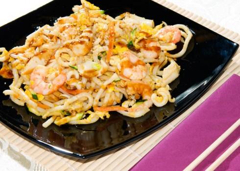 SPAGHETTI UDON MARE - Spaghetti di grano tenero alla piastra con frutti di mare