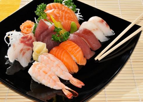 SUSHI SASHIMI - 8 filetti di pesce crudo, 8 Nigiri
