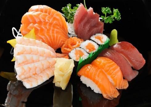 SUSHI SASHIMI MAKI - 12 filetti di sashimi misti, 4 Nigiri, 3 Hosomaki
