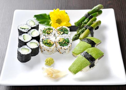 4 Uramaki, 4 Nigiri di verdure, 6 Kappa Maki
