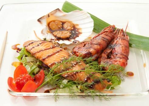 TEPPAKAISEN - Gamberoni, cappesante, salmone alla piastra