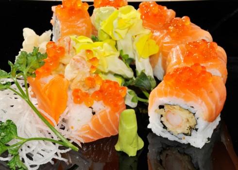TIGER MAKI - Riso, tempura di gamberi, salmone, uova di salmone