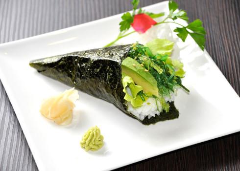 yasai temaki cono di alga con riso e misto vegetariano